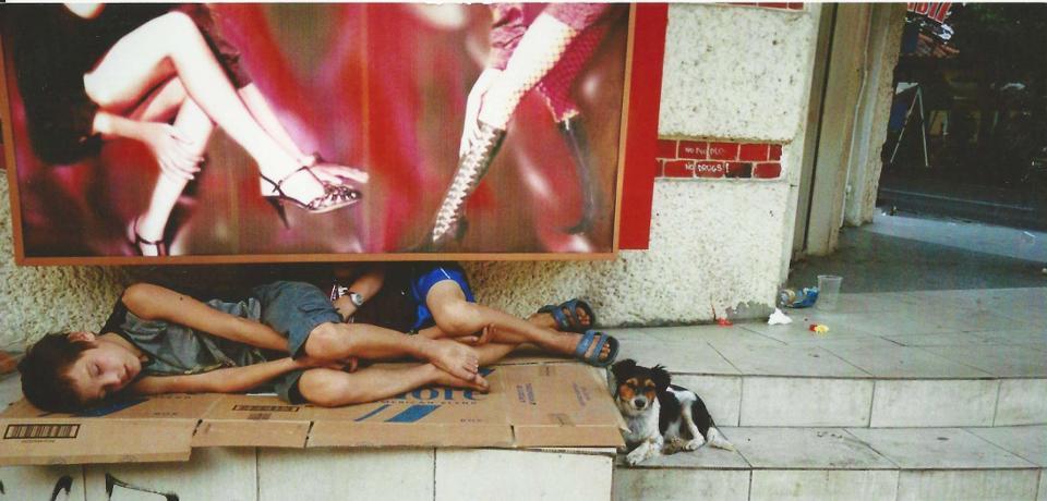 Nicht nur Strassenhunden, auch Strassenkindern wird geholfen...